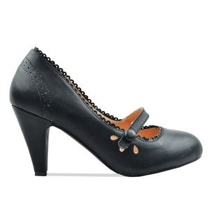 Women's Mary Jane Tear-Drop Retro Black Pump